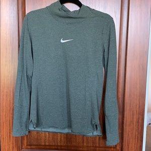 Nike attuning Pullover